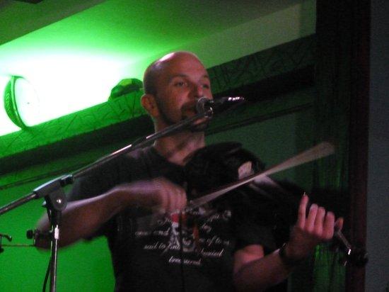 Harp Bar : VIKTOR ON THE FIDDLE