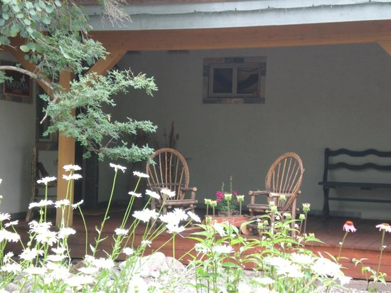 Mariposa Lodge Bed and Breakfast: Mariposa Lodge front porch