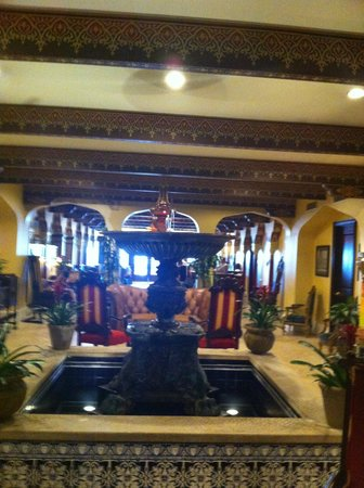 Casa Monica Resort & Spa, Autograph Collection: Another fountain lobby view