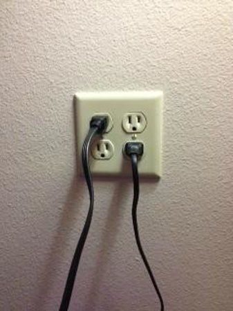 Candlewood Suites Mcalester: plenty of wall outlets