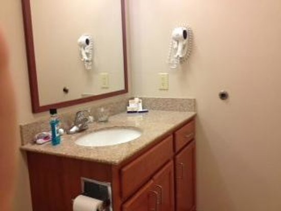 Candlewood Suites Mcalester: bathroom