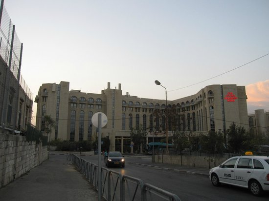Leonardo Hotel Jerusalem: hotel from the street