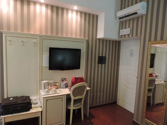 Trevi 41 Hotel: TV e Ar-Condicionado