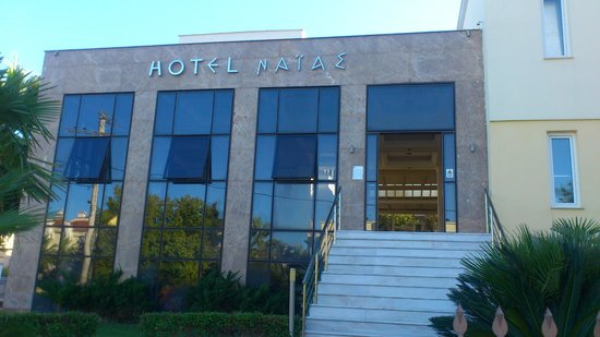 Naias Hotel: вход в корпус 2ой линии