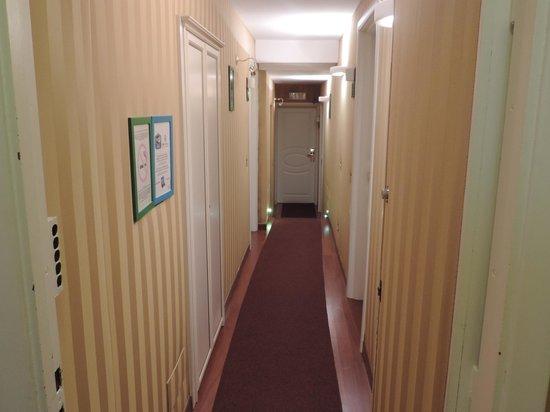 Trevi 41 Hotel : Corredor do Hotel