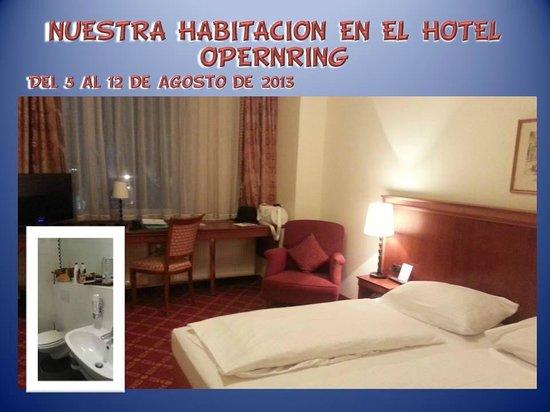Das Opernring Hotel: Vista parcial de nuestra habitación. Tenía aire acondicionado y un cuarto de baño muy grande