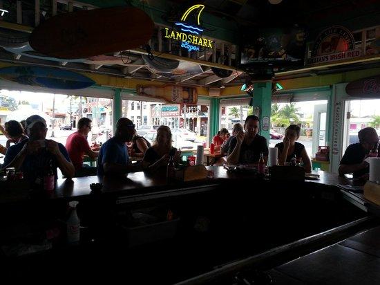 Smokin Oyster Brewery: Bar area