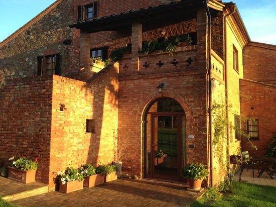 Agriturismo Villa Mazzi: Entrance to Il Cedro