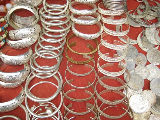 Vietnam Culture Travel Private Day Tours: The variety of silver jewelry makes choosing hard