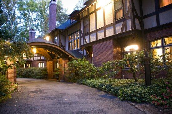 Gramercy Mansion porte cochere at dusk