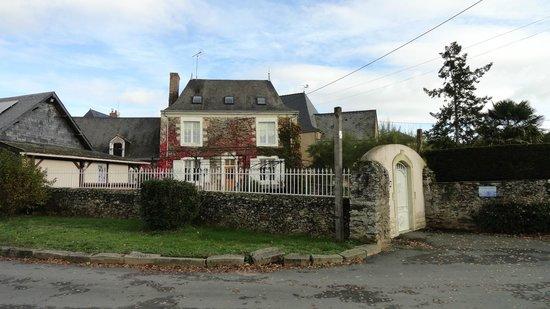 Rives Mayenne : la maison depuis le parking