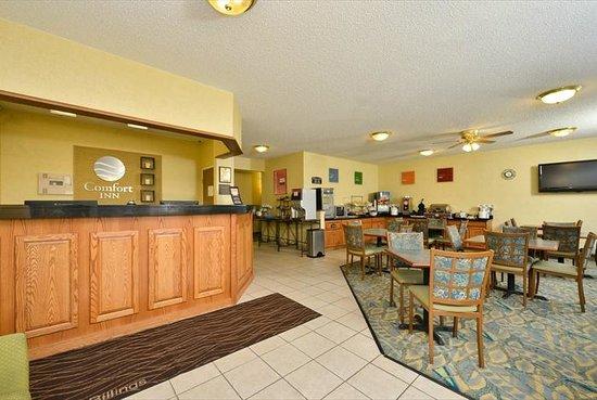 Baymont Inn & Suites Billings: Front Desk & Dining