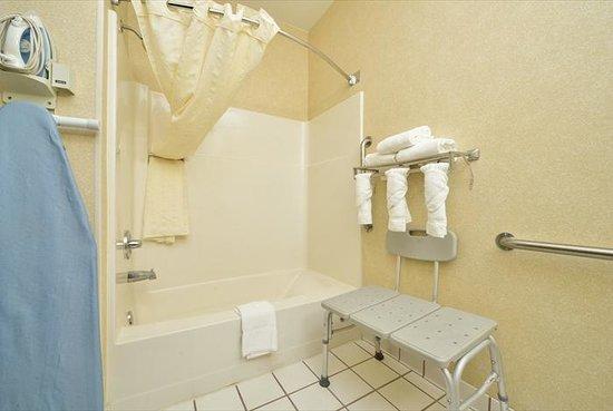 Baymont Inn & Suites Billings: Handicap Bathroom