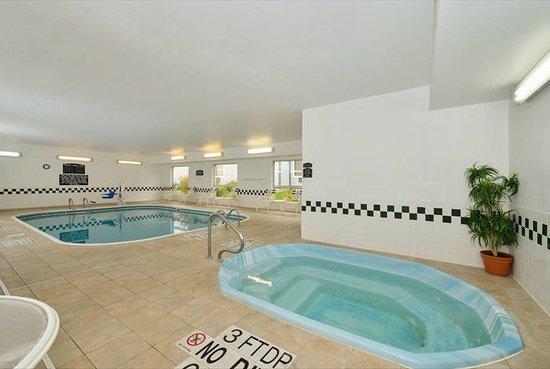 Baymont Inn & Suites Billings: Pool & Spa