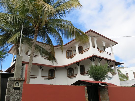 Hotel Galapagos Suites: The very nice hotel from outside