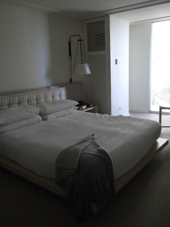 The Modern Honolulu : our room - light and airy