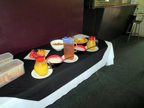 Pine Tree Motel: Frühstücksbuffet