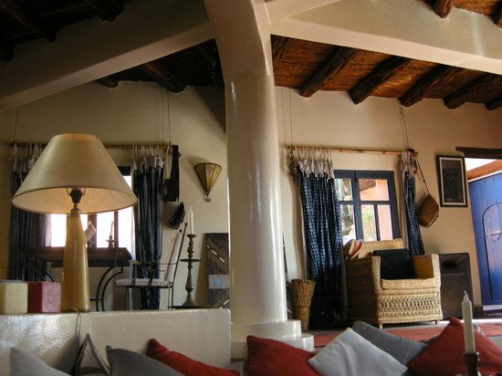 Riad Baoussala: Dining and living area