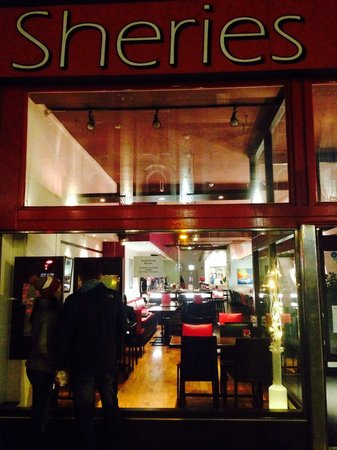 Sheries Cafe Bar: Chilly outside, cosy inside!