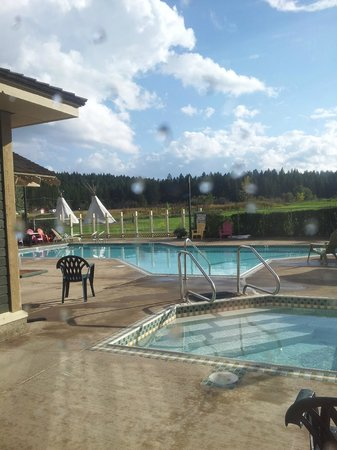 St. Eugene Golf Resort & Casino : Pool view from workout room