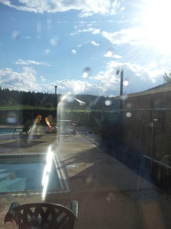St. Eugene Golf Resort & Casino : Looking out to the pool