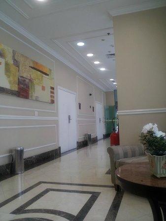Quality Suites Long Stay Bela Cintra: Entrada do hotel!