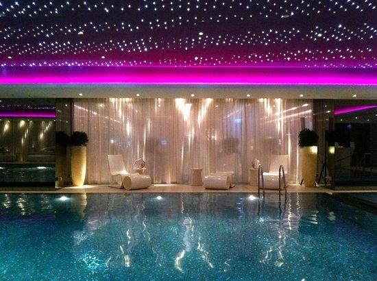 The Mira Hong Kong: La piscine... magique