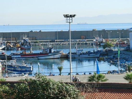 Residence Ets Khenifra: vue de la chambre sur le port(zoom)