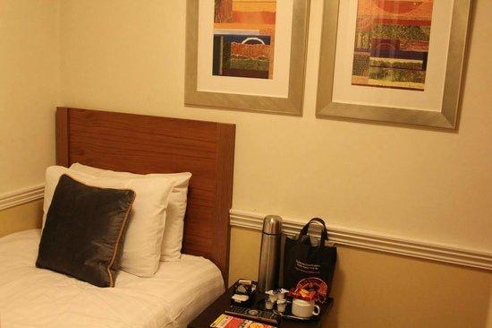 Cavendish Hotel- Bloomsbury : Прикроватная тумбочка