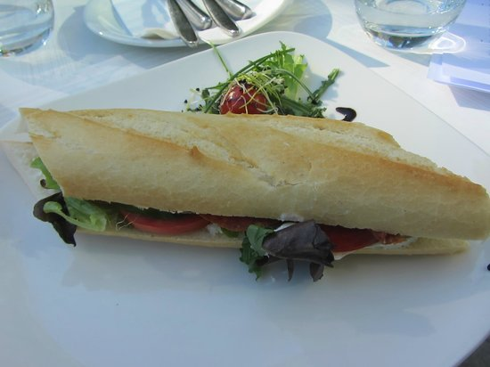 hutte cafe Terrace: Panino con salame ungherese