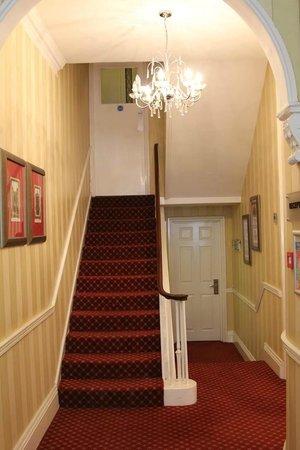 Cavendish Hotel- Bloomsbury: Лестница на второй этаж