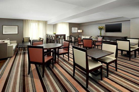 Sheraton Stockholm Hotel: Club Lounge