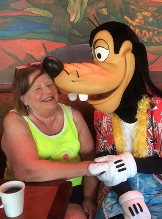 Aulani, a Disney Resort & Spa: A good moorning kiss from Goofy