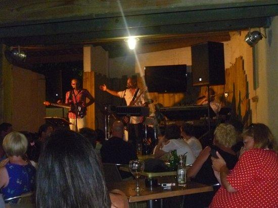 Holiday Green Resort & Spa : band singing