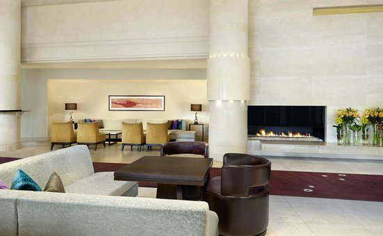 Sheraton Stockholm Hotel: Our cosy fireplace area