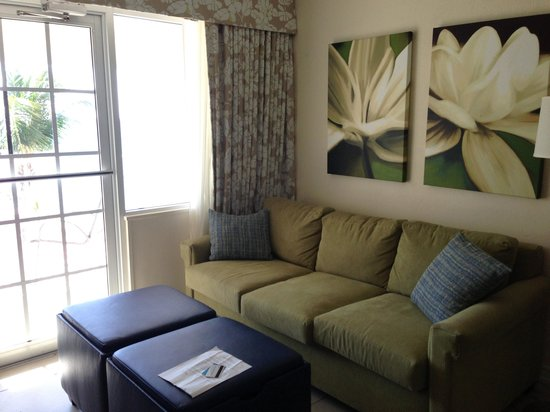 Bluebeard's Beach Club and Villas: Living room with door to patio
