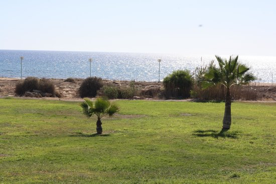 Anmaria Beach Hotel: Территория с видом на пляж