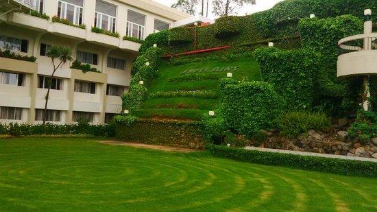 Sinclairs Retreat Ooty: Beautiful Garden