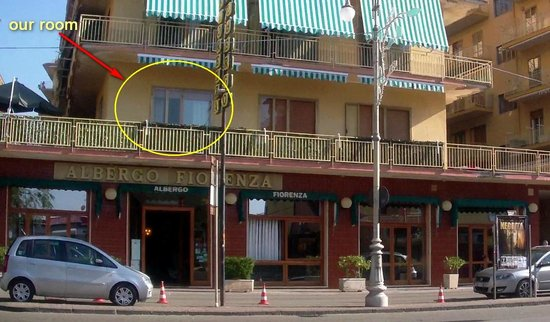 Albergo Fiorenza: Фасад отеля с обозначением номера