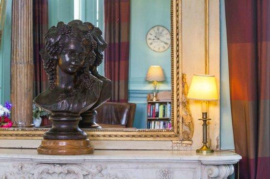 Château d'Etoges : statue dans salon chateau d etoges