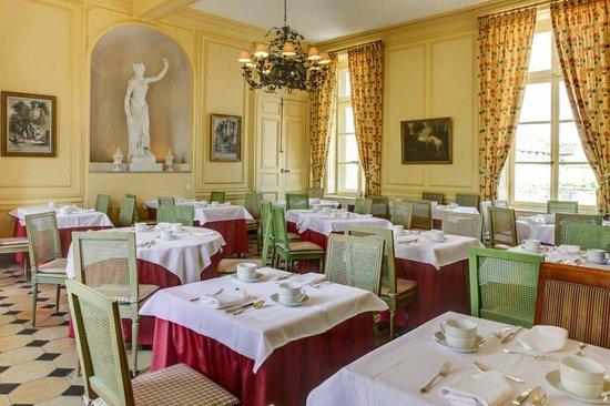 Château d'Etoges : Salle Petit déjeuner au Chateau d Etoges Breakfast near Reims