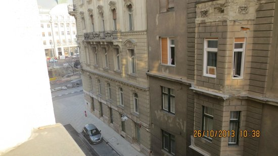 City Hotel Matyas: Вид из окна.