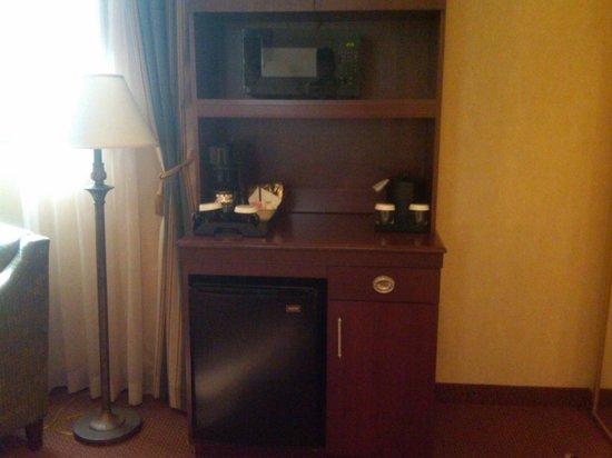 Hilton Garden Inn Indianapolis Downtown: refrigerator