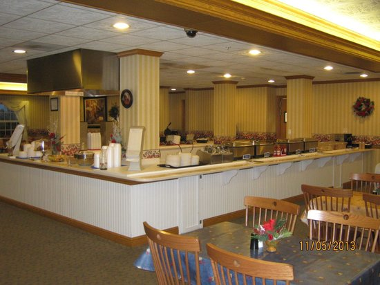 Blue Gate Garden Inn - Shipshewana Hotel: Breakfast Buffet was the best I've ever seen. Large selection to choose from