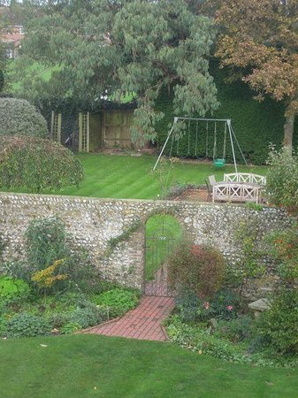 White Lodge Bed and Breakfast: Corner of large back garden