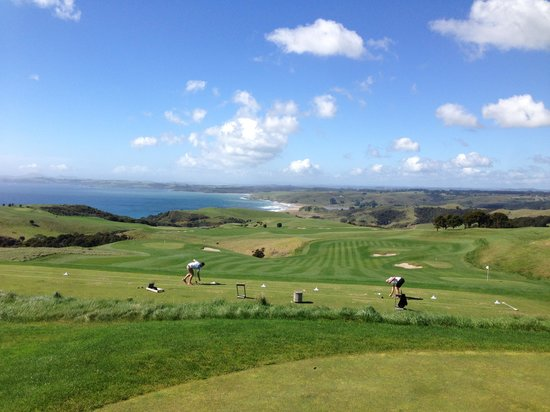 The Lodge at Kauri Cliffs : Most picturesque driving range in the world