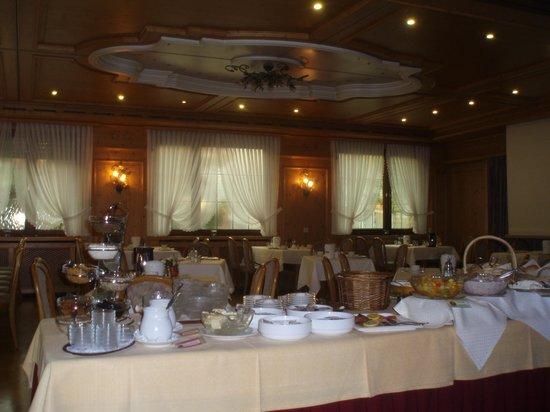Hotel Pflug : Frühstückraum mit Buffet