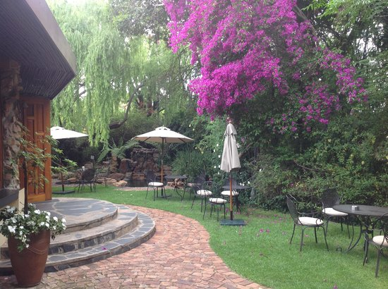 Idwala Boutique Hotel Johannesburg: Entrance to the Main Buildng