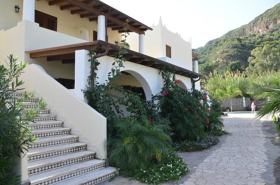Borgo Eolie Hotel: Path to room