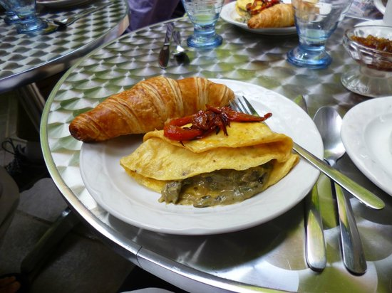 Hotel Julamis : Alex's breakfasts will spoil you forever!